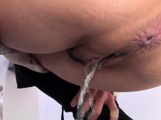 Asian babe urinating